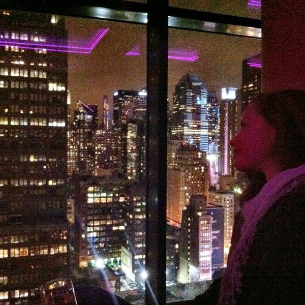 Снимок сделан в Sky Room пользователем Oscar S. Bowen 12/22/2012