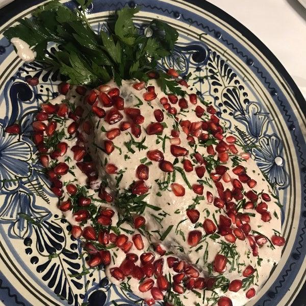 Comida mexicana con buen sabor para el antojo y la flojera de cocinar. El chile en negada tiene trocitos de carne en vez de carne molida.. fue una sorpresa