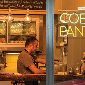 Mönüsünde sadece 8-10 çeşit paninoya yer veren üç tabure kapasiteli ufacık bir yer. Favorimiz, domates ve kırmızı şarap sosunda dinlendirilmiş dana nuar dilimleriyle hazırlanan Panino Rosto.