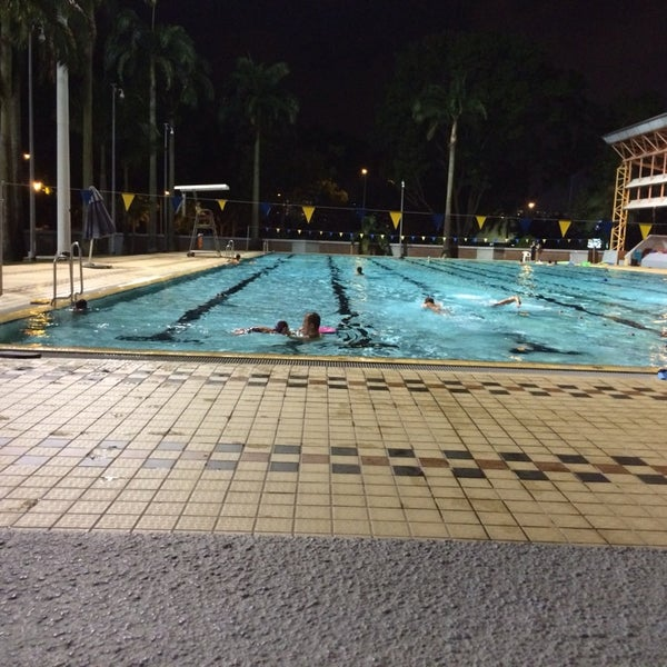 Photo prise au Clementi Swimming Complex par Erica N. le11/15/2013