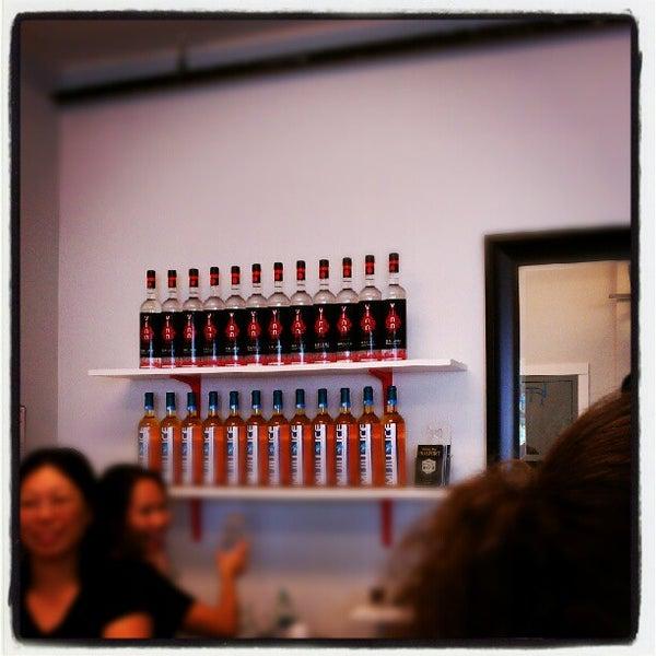 Foto tomada en Vinn Distillery por Aunt B. el 9/15/2012