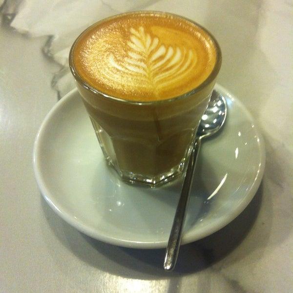 10/1/2014에 Zoltan S.님이 Tamp & Pull Espresso Bar에서 찍은 사진