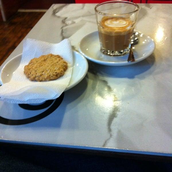 2/18/2014에 Zoltan S.님이 Tamp & Pull Espresso Bar에서 찍은 사진