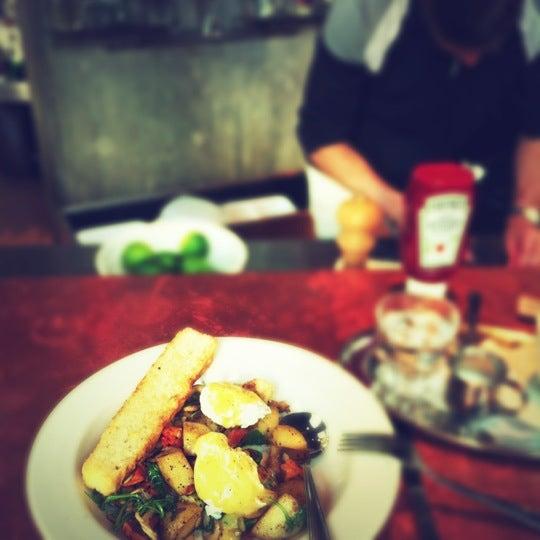 Foto diambil di Subeez Cafe Restaurant Bar oleh Geoffrey B. pada 9/30/2012
