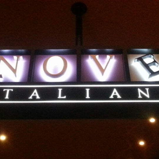 Photo prise au Nove Italiano par DJ E. le9/19/2012