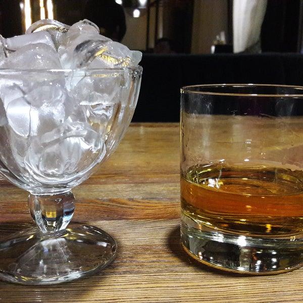 Hat schon was - und für so eine Shisha-Bar erstaunlich frische Luft. Als Nichtraucher empfehle ich die Whisky-Auswahl.