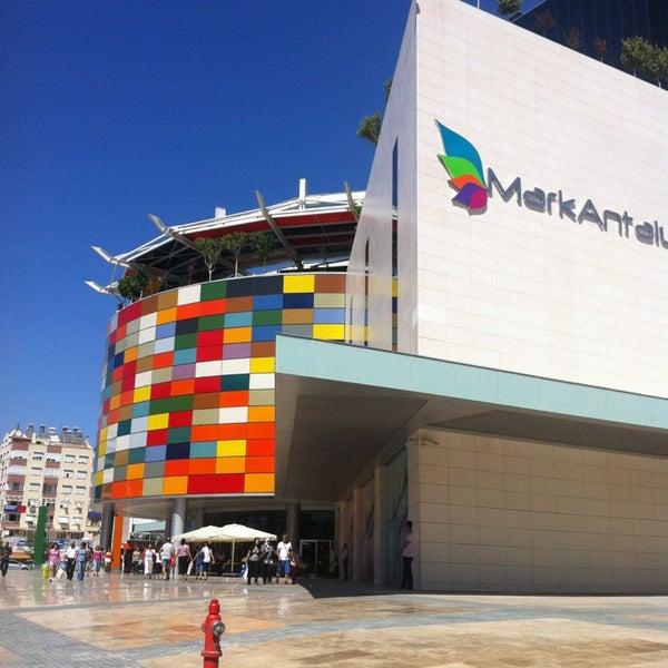 Das Foto wurde bei MarkAntalya von Merve D. am 9/15/2013 aufgenommen