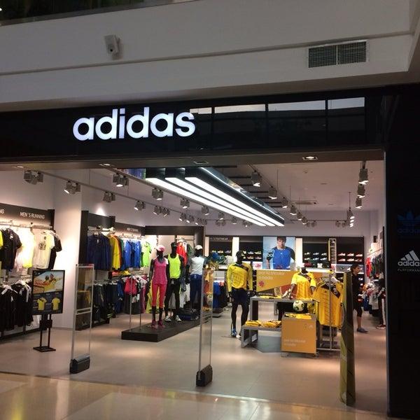 Economía Trascendencia prima  Adidas. Mall Plaza - Tienda de artículos deportivos