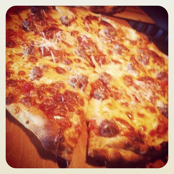 2/23/2013にVictor M.がLa Grande Orange Grocery & Pizzeriaで撮った写真