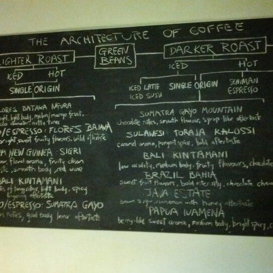 Foto scattata a Seniman Coffee Studio da Tushar K. il 10/11/2012