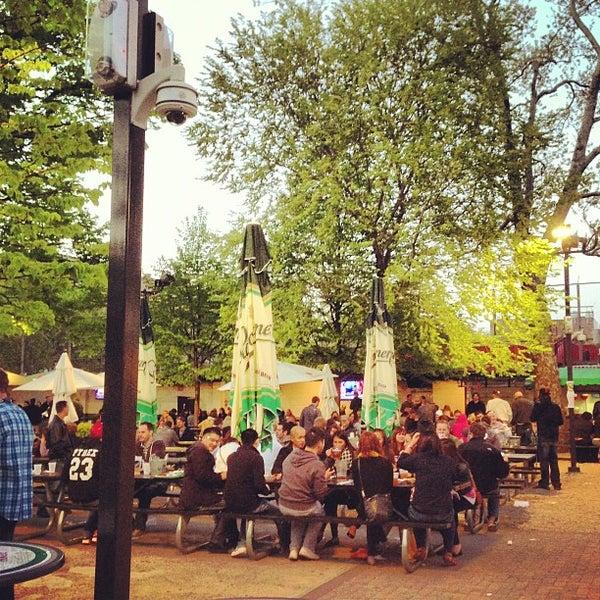 5/5/2013 tarihinde Adnan K.ziyaretçi tarafından Bohemian Hall & Beer Garden'de çekilen fotoğraf