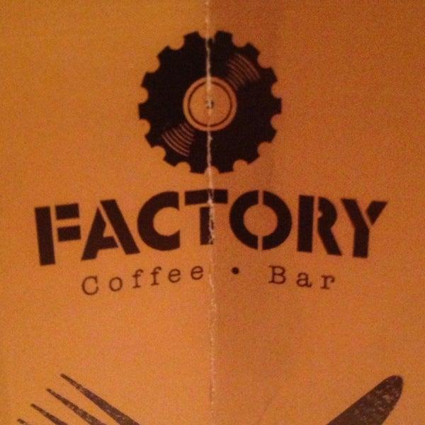 5/26/2013 tarihinde Béio C.ziyaretçi tarafından Factory Coffee Bar'de çekilen fotoğraf