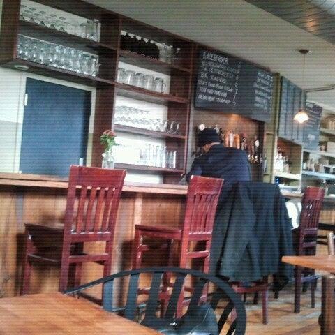 รูปภาพถ่ายที่ The West—Coffeehouse & Bar โดย Honey B. เมื่อ 11/24/2012