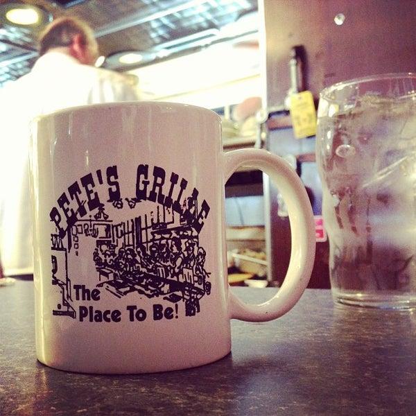 Foto tirada no(a) Pete's Grille por thedevyouknow em 5/25/2013