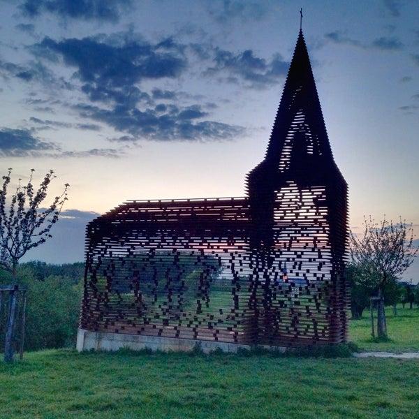 reading between the lines doorkijkkerk sculpture. Black Bedroom Furniture Sets. Home Design Ideas