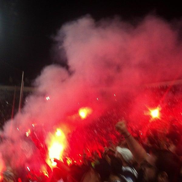 รูปภาพถ่ายที่ Toumba Stadium โดย Alexandros G. เมื่อ 10/20/2012