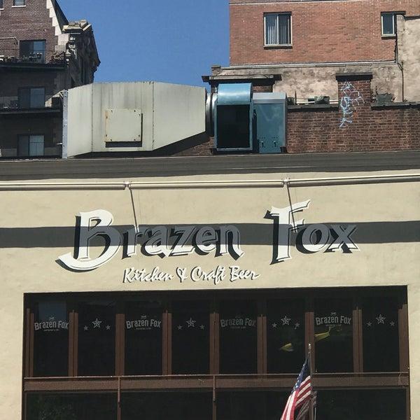 Foto tomada en The Brazen Fox por Mitchell R. el 5/24/2018