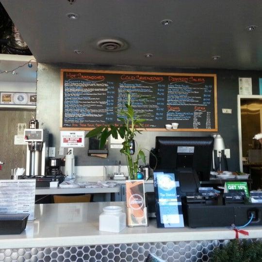 12/19/2012 tarihinde Rob B.ziyaretçi tarafından The District'de çekilen fotoğraf