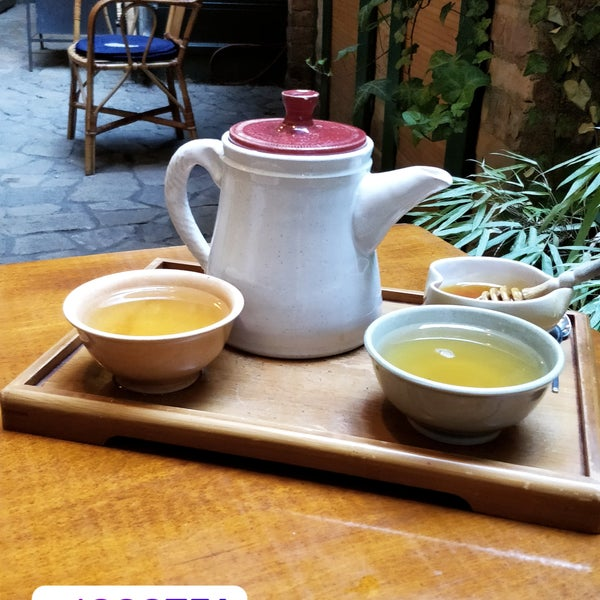 1000Tea is an excellent place for tea lovers! You can choose your favorite tea from a wide selection of flavours.It's a hidden gem in Budapest! It's adviced to bring a visit if you have the time 👍