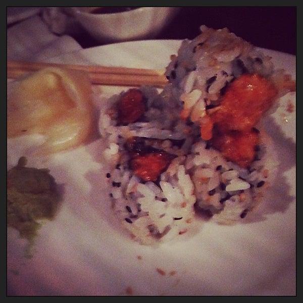 Photo prise au HaChi Restaurant & Lounge par Ashante E. le6/7/2013