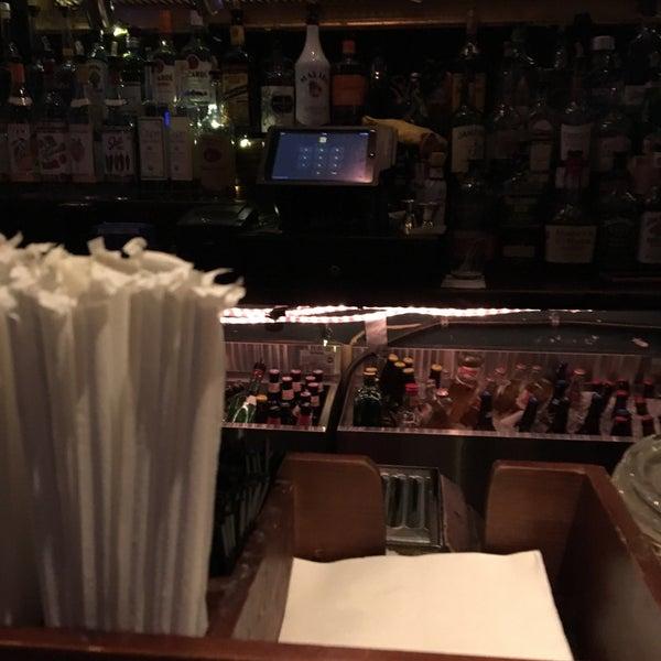 รูปภาพถ่ายที่ South 4th Bar & Cafe โดย Edward S. เมื่อ 9/15/2016