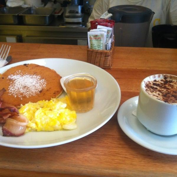 Photo prise au Gringo Café par Larissa C. le3/31/2013