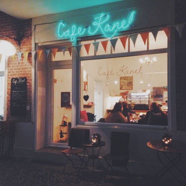 Das Foto wurde bei Café Kanel von Anna-Lena am 11/24/2013 aufgenommen