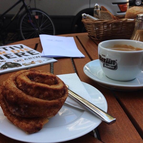 Das Foto wurde bei Café Kanel von Anna-Lena am 10/3/2014 aufgenommen