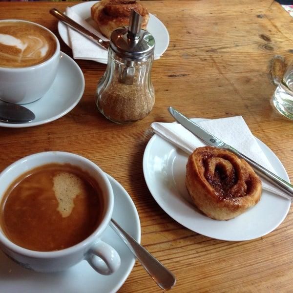 Das Foto wurde bei Café Kanel von Anna-Lena am 10/11/2014 aufgenommen