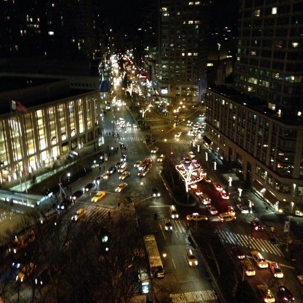 Foto tirada no(a) The Empire Hotel Rooftop por mJ em 11/28/2013