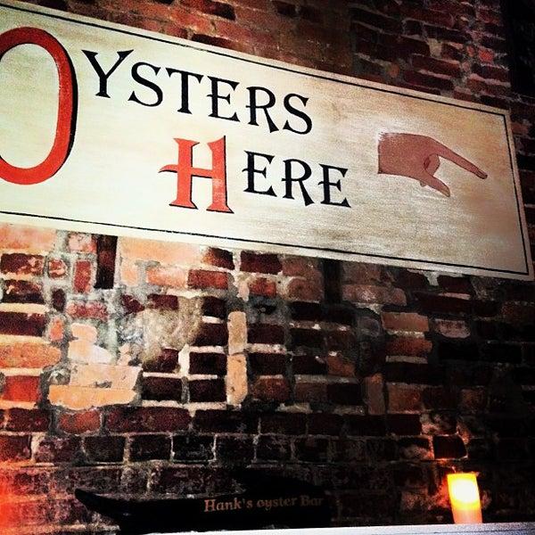 Foto scattata a Hank's Oyster Bar da Julia C. il 9/24/2013