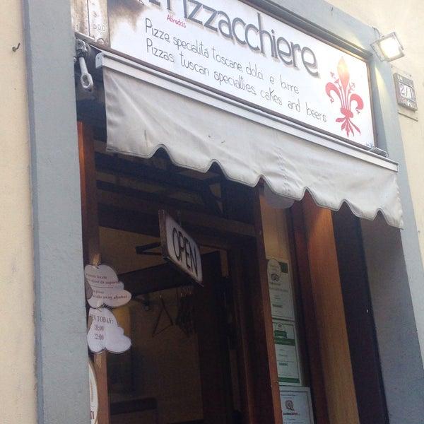 Photo taken at I' Pizzacchiere by Şükriye M. on 8/17/2016