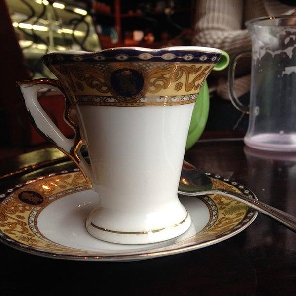 รูปภาพถ่ายที่ Tea Zone & Camellia Lounge โดย Rurik N. เมื่อ 3/8/2014