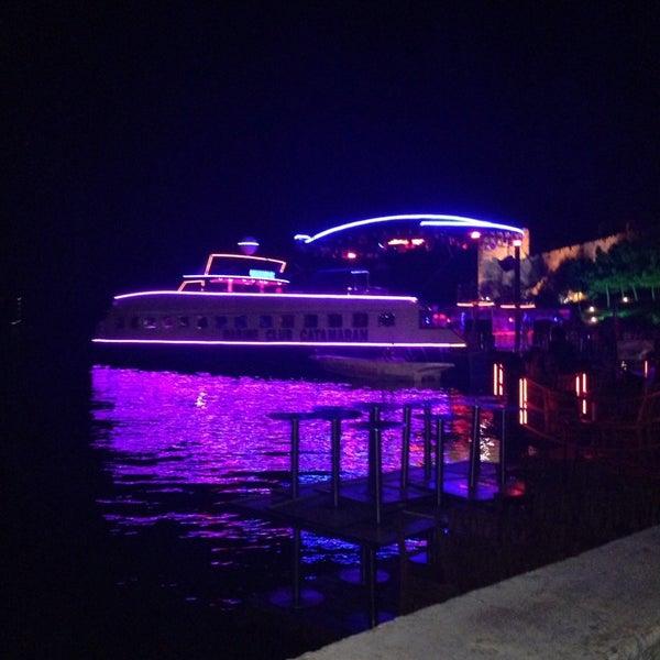 Foto scattata a Club Catamaran da Deniz Ö. il 9/12/2014