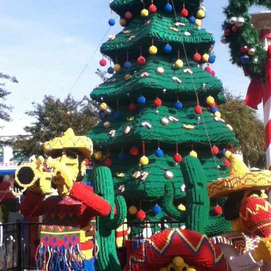 Foto tirada no(a) Legoland California por Agnes Z. em 12/1/2012