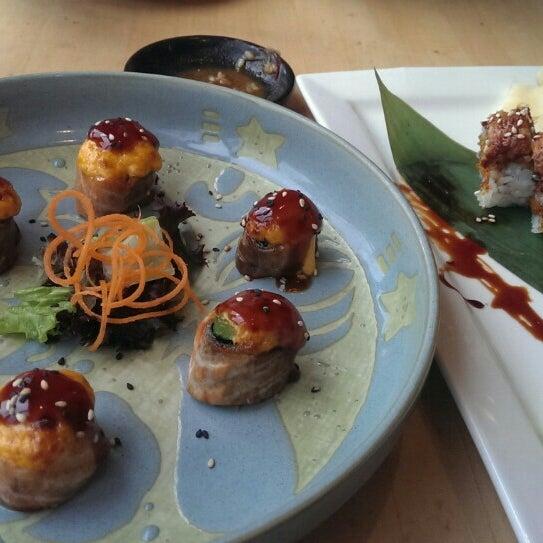 Foto scattata a Sushi Tora da Rose L. il 4/19/2015