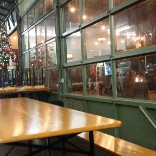 12/25/2014 tarihinde Razz A.ziyaretçi tarafından Tioga-Sequoia Brewing Company'de çekilen fotoğraf