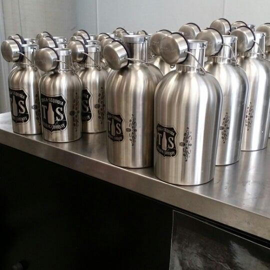 12/31/2013 tarihinde Razz A.ziyaretçi tarafından Tioga-Sequoia Brewing Company'de çekilen fotoğraf