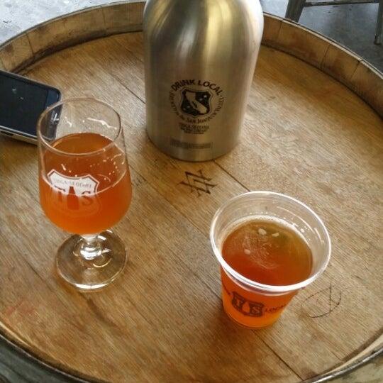 11/16/2014 tarihinde Razz A.ziyaretçi tarafından Tioga-Sequoia Brewing Company'de çekilen fotoğraf