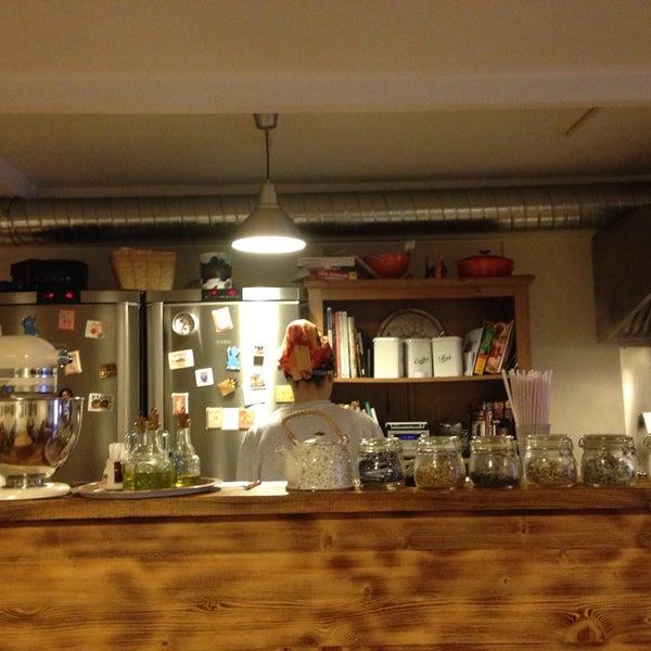 4/20/2014 tarihinde Ebru N.ziyaretçi tarafından Semolina Kafe & Restoran'de çekilen fotoğraf
