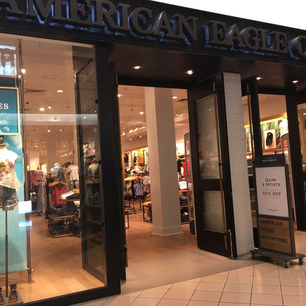 468d1f39f2f Photo taken at American Eagle Outfitters by Roly R. on 5 11 2017