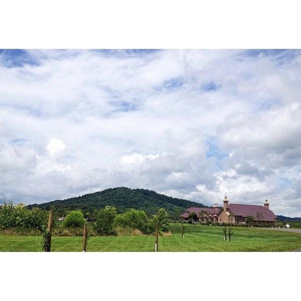 Снимок сделан в Early Mountain Vineyards пользователем Charles O. 7/7/2013