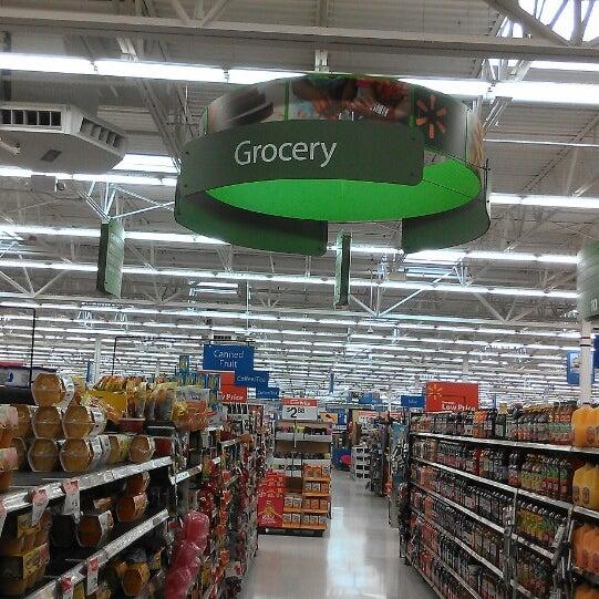 Das Foto wurde bei Walmart von King👑💵 am 4/11/2013 aufgenommen