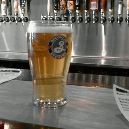 Photo prise au Buddha Beer Bar par D le5/20/2012