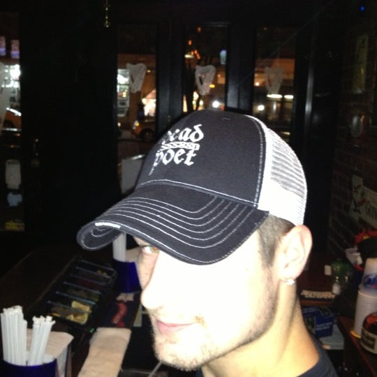 Foto diambil di The Dead Poet oleh Kevin C. pada 11/10/2012
