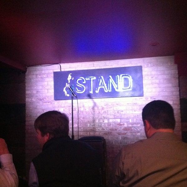 รูปภาพถ่ายที่ The Stand Restaurant & Comedy Club โดย Brian M. เมื่อ 2/27/2013