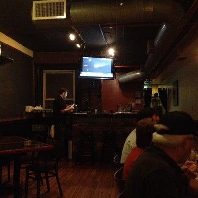 Foto tomada en Radius Pizza por Adam K. el 10/18/2012