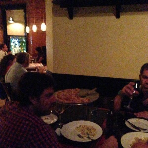 Foto tomada en Radius Pizza por Adam K. el 7/10/2013