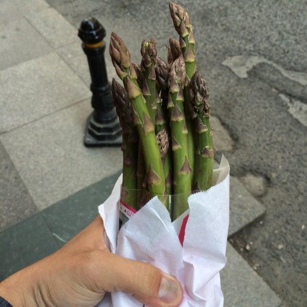 Paniniler çok lezzetli ama esas bahar-yaz boyu vitrine dizdiği kendi yetiştirdikleri kuşkonmaz ve ithal ettikleri harissa sosu İstanbul'da tek.