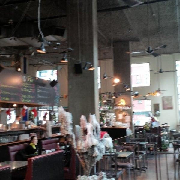 Foto diambil di Subeez Cafe Restaurant Bar oleh Arnold C. pada 12/24/2013